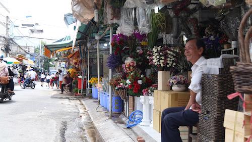 """Chợ hoa ở SG thông thoáng bất ngờ giữa """"cuộc chiến"""" vỉa hè - 8"""