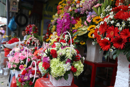 """Chợ hoa ở SG thông thoáng bất ngờ giữa """"cuộc chiến"""" vỉa hè - 12"""