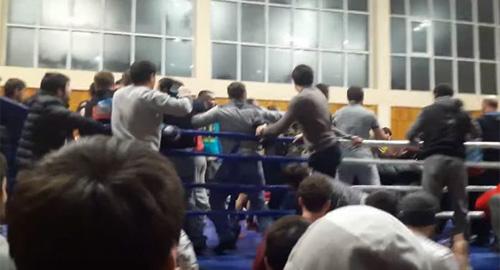 """MMA: Chơi luật rừng, bị """"40 anh em"""" lên xử hội đồng - 1"""