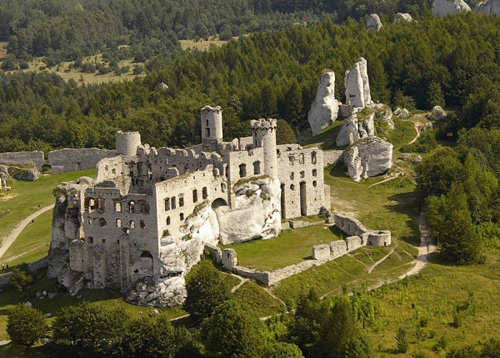 Những tòa lâu đài đẹp như cổ tích tại Ba Lan - 4