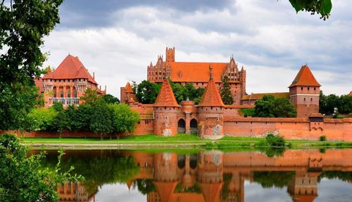 Những tòa lâu đài đẹp như cổ tích tại Ba Lan - 9
