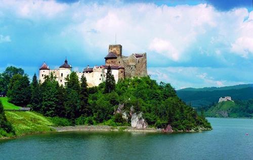 Những tòa lâu đài đẹp như cổ tích tại Ba Lan - 10