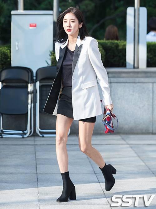"""Chiếc áo """"thần thánh"""" cô gái Hàn nào cũng thích - 4"""