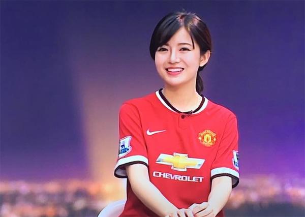 Hot girl Tú Linh- fan ruột MU xinh đẹp như công chúa trong bộ ảnh cưới - 1