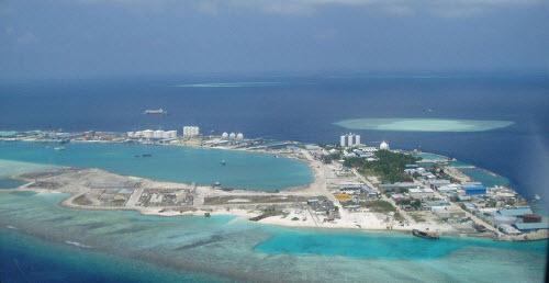 Sốc với hòn đảo toàn rác phía sau thiên đường Maldives - 2