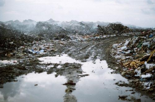 Sốc với hòn đảo toàn rác phía sau thiên đường Maldives - 6