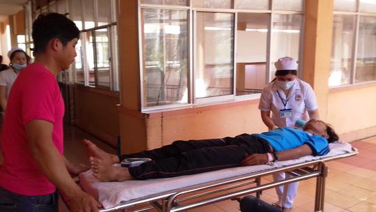 Xe chở học sinh tông xe tải, 18 người thương vong - 1