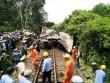 Đường sắt Bắc-Nam tê liệt do xe tải dính chặt tàu lửa