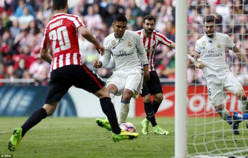 Real hơn Barca 5 điểm, Zidane e dè mơ vô địch Liga - 2