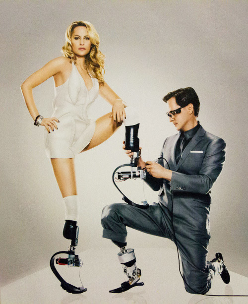 Người đàn ông khuyết tật chế tạo ra đôi chân robot đa năng - 2