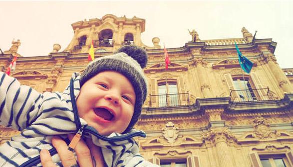 Cặp đôi bán nhà đi phượt vòng quanh thế giới cùng con trai 1 tuổi - 3