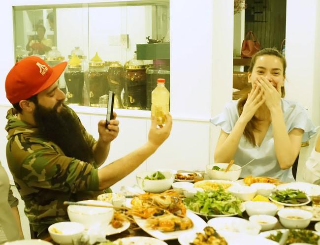 """ĐD """"Kong"""" ăn tối với Hà Hồ sau khi lộ ảnh hẹn hò Vân Ngô - 2"""