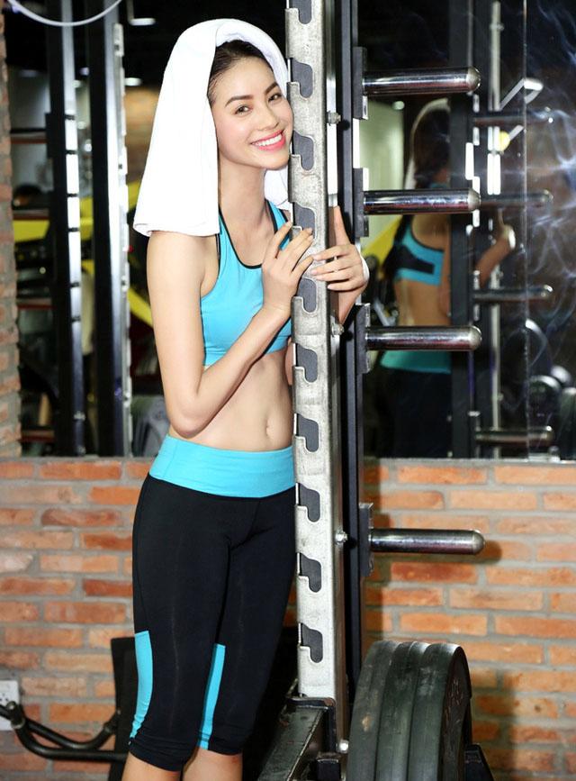 """Mặc bratop gợi cảm, Phạm Hương gây """"xôn xao"""" phòng gym - 5"""