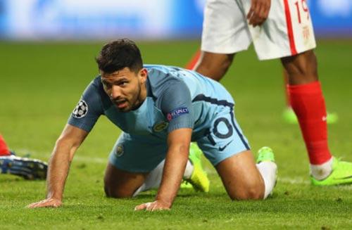 Real mua Aguero 55 triệu bảng từ Man City, Barca bất lực - 1