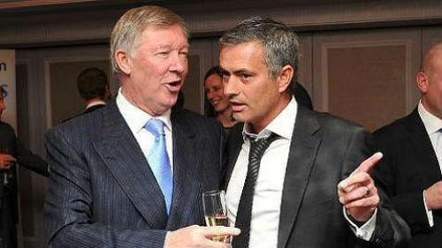 """Mourinho """"dỗ ngọt"""", mời Sir Alex tái xuất MU - 1"""