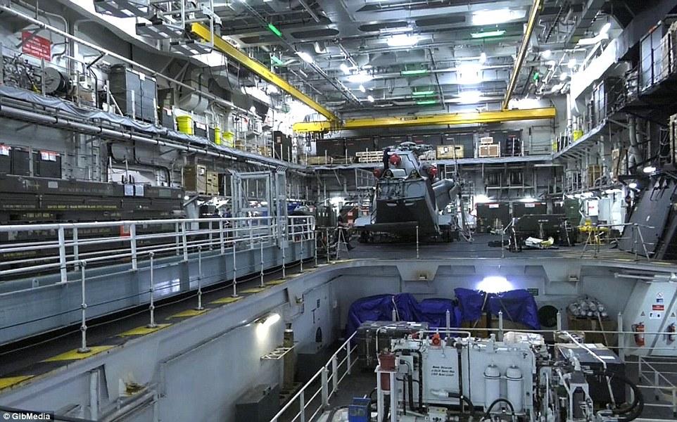Bên trong chiến hạm lớn nhất nước Anh - 2