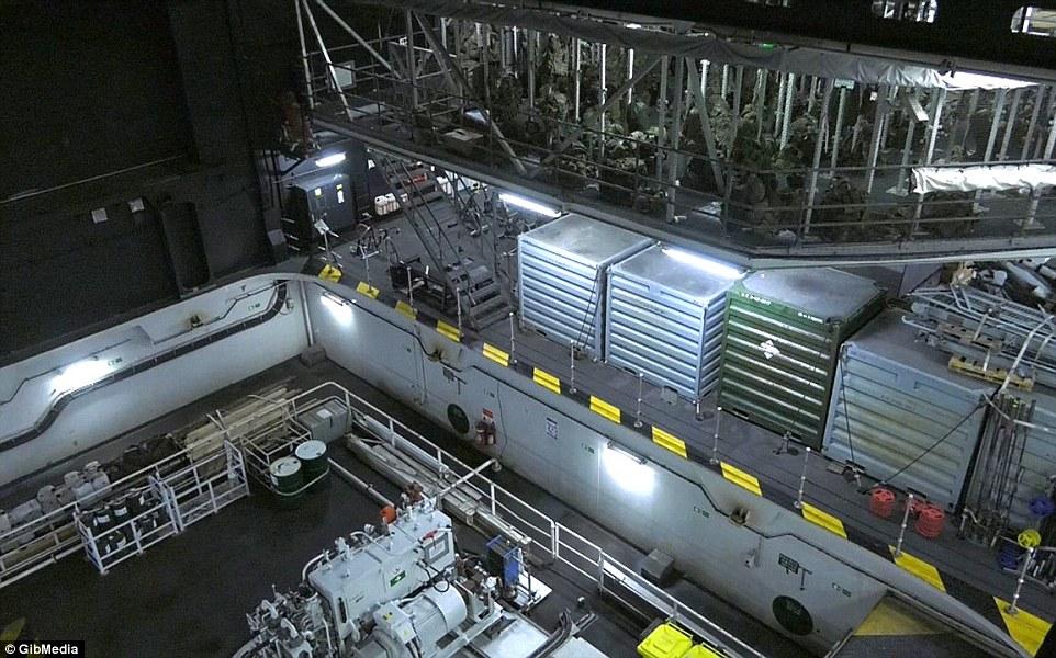 Bên trong chiến hạm lớn nhất nước Anh - 7