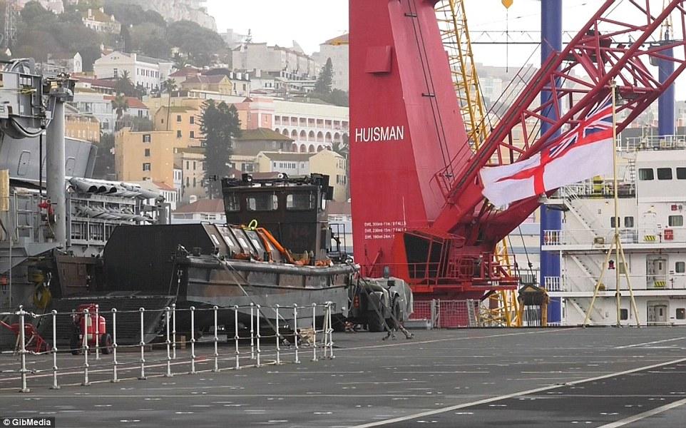 Bên trong chiến hạm lớn nhất nước Anh - 8