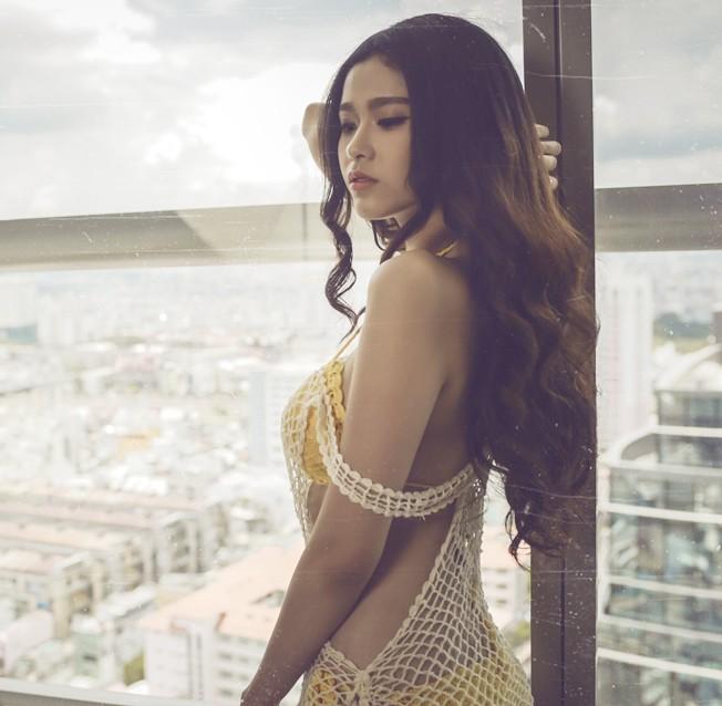 """Trương Quỳnh Anh cứ đi biển là """"dìm hàng"""" gái trẻ - 11"""