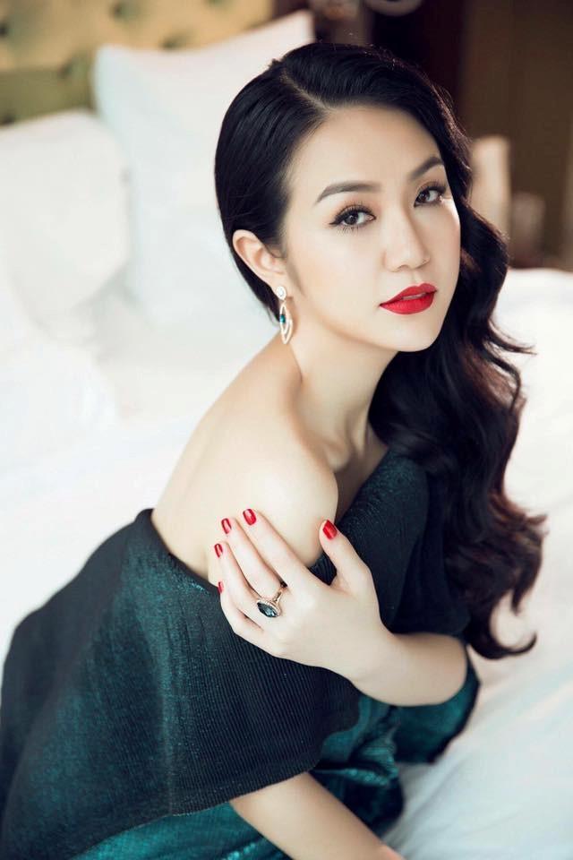 """Hà Tăng, vợ Tuấn Hưng đã sinh con dáng vẫn """"ngon"""" như gái son - 2"""