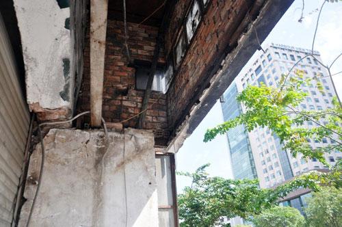 Ông Hải liên tục nhận điện thoại can thiệp khi đập công trình chiếm vỉa hè - 10