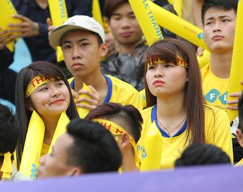 """CĐV Thanh Hóa """"phủ vàng"""" Hàng Đẫy, áp đảo CLB Hà Nội - 4"""