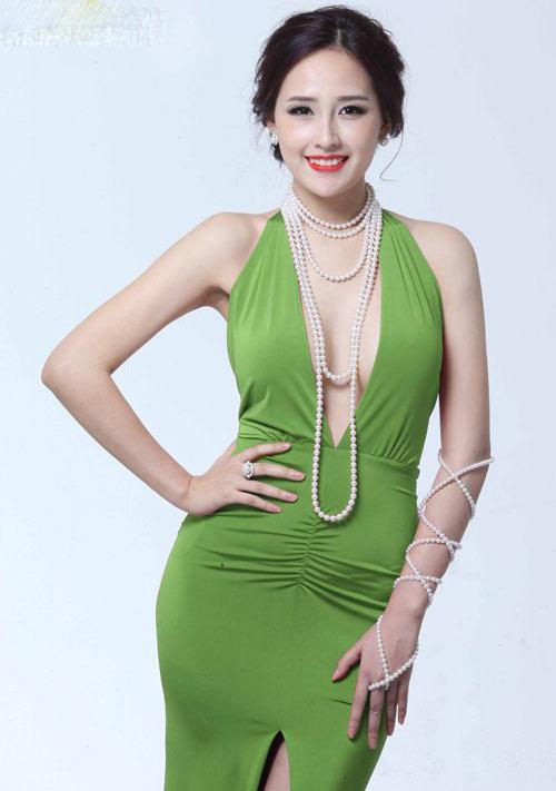 """Hoa hậu Mai Phương Thúy xứng danh """"nữ thần vòng một""""? - 1"""