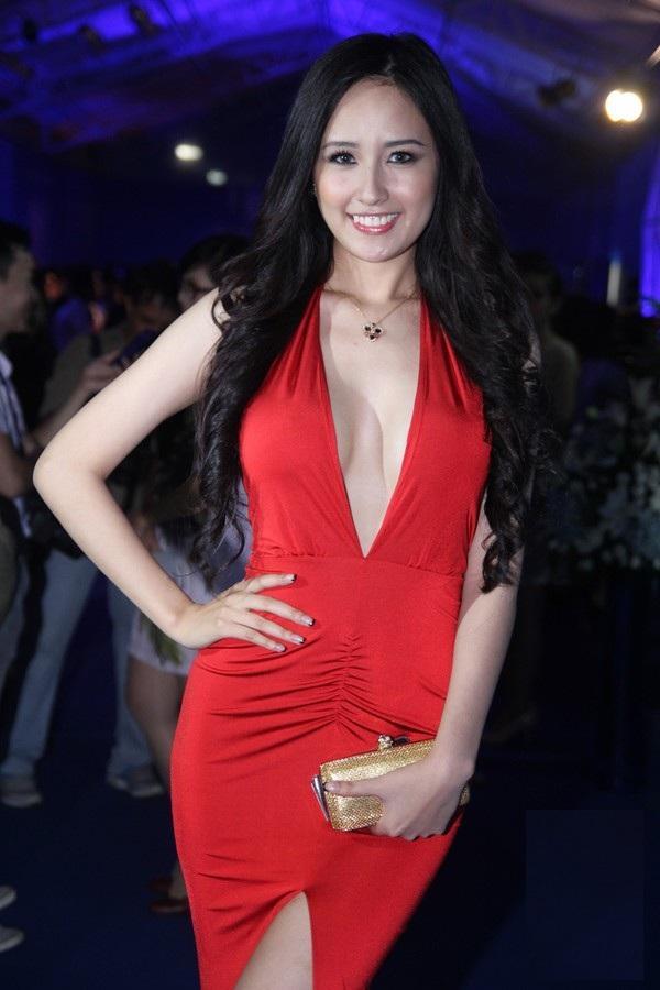 """Hoa hậu Mai Phương Thúy xứng danh """"nữ thần vòng một""""? - 3"""