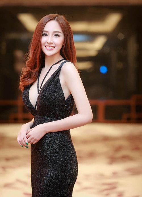 """Hoa hậu Mai Phương Thúy xứng danh """"nữ thần vòng một""""? - 4"""
