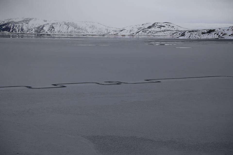 Đường zig zag bí ẩn trên hồ lớn nhất Iceland - 2