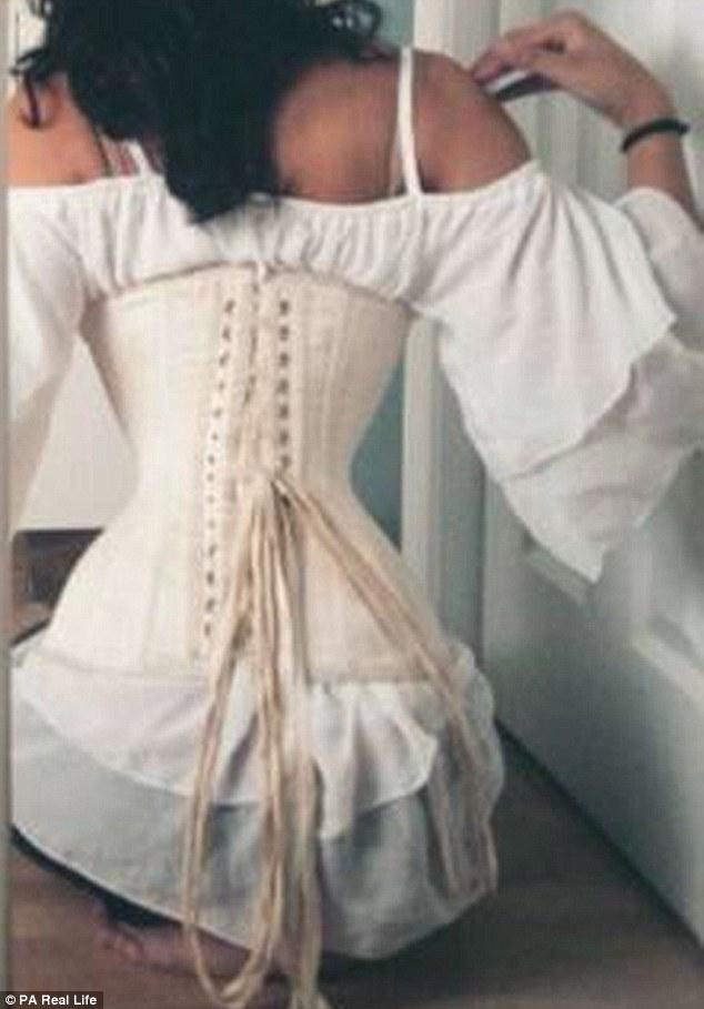 Cô gái gây sốc vì bóp eo còn 46cm nhờ loại áo gây hại - 6