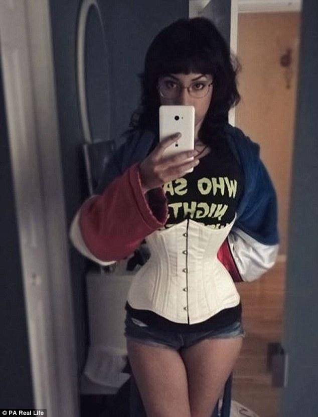 Cô gái gây sốc vì bóp eo còn 46cm nhờ loại áo gây hại - 8