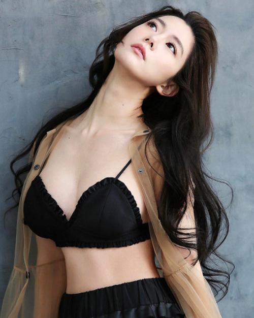 """""""Nữ hoàng mới"""" xứ Hàn tung bộ ảnh khoe body đẹp tuyệt - 1"""