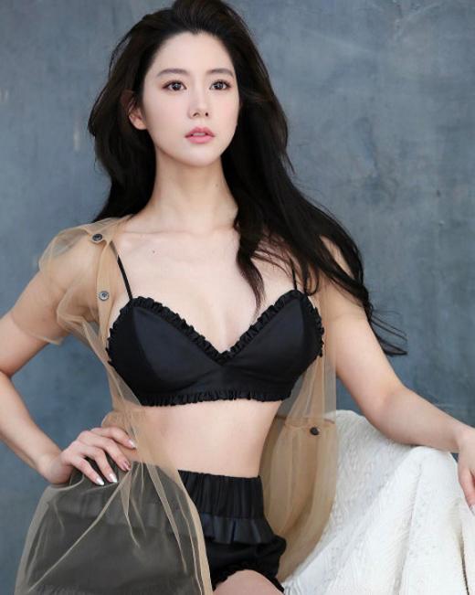 """""""Nữ hoàng mới"""" xứ Hàn tung bộ ảnh khoe body đẹp tuyệt - 4"""