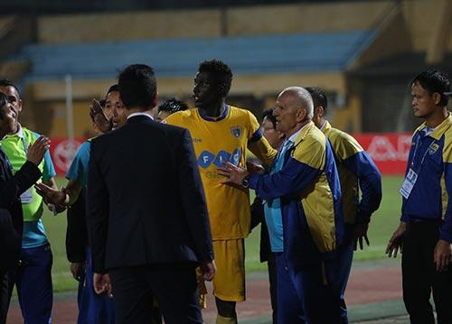 """Bị từ chối bàn thắng, HLV Thanh Hóa đòi """"tẩn"""" trọng tài - 6"""