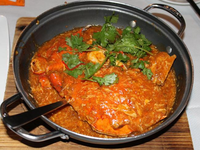 Cua sốt ớt Singapore nổi tiếng với vị cay và ngọt hòa quyện với nhau vô cùng hài hòa.