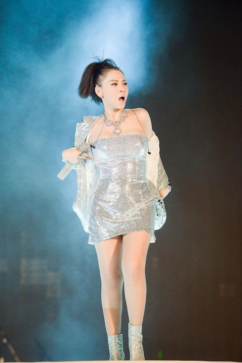 """""""Hoa mắt"""" với gu thời trang đẳng cấp của Thu Minh - 3"""