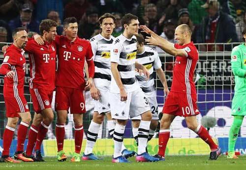Gladbach - Bayern Munich: Người hùng lạ mà quen - 1