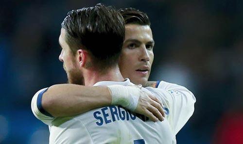 Ronaldo lỡ lời thô lỗ: Sợ đua vua phá lưới thua Messi - 1