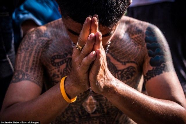 Ngàn Phật tử Thái Lan được nhà sư xăm mình - 3