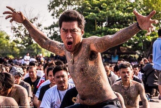 Ngàn Phật tử Thái Lan được nhà sư xăm mình - 2