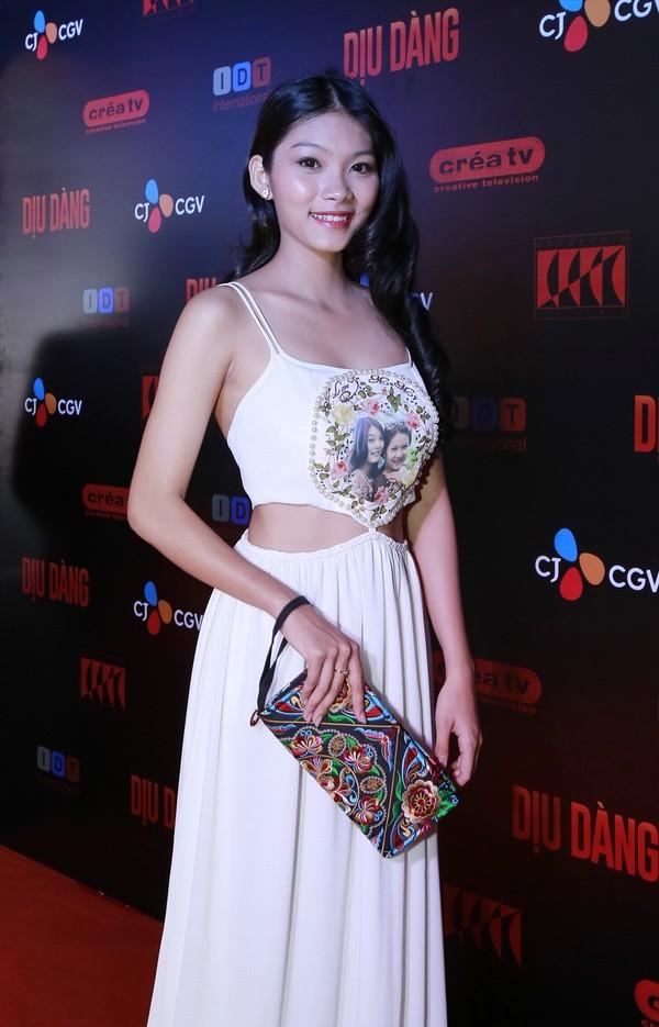 Vẻ mơn mởn tuổi 20 của con gái diễn viên Kiều Trinh - 14