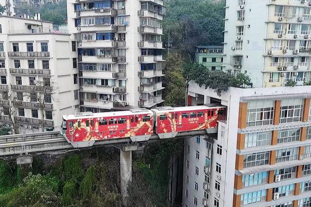 """TQ: Vì sao tàu điện trên cao """"xuyên thủng"""" nhà 19 tầng? - 6"""