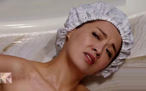 Sốc với cảnh phim trần trụi của sao nữ 43 tuổi Hong Kong - 1