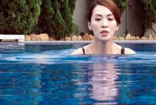 Sốc với cảnh phim trần trụi của sao nữ 43 tuổi Hong Kong - 9