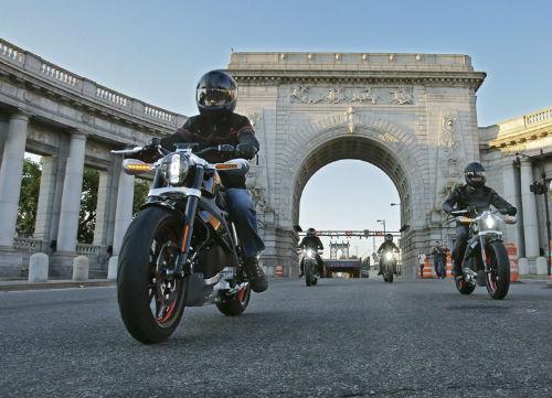 Top 10 nguy hiểm nhất lái xe môtô cần tránh (P1) - 2