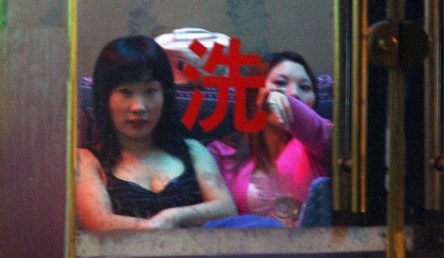 """Tâm sự của một cựu gái mại dâm TQ sợ """"tiếp khách"""" - 4"""