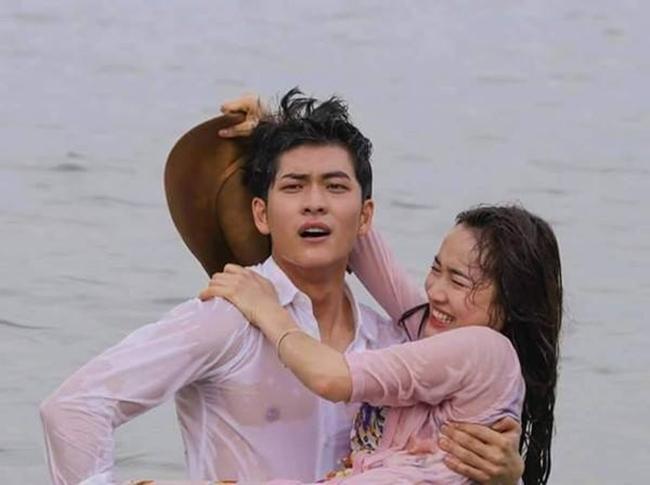 """Nhã Phương và Kang Tae Oh là cặp đôi Việt - Hàn được yêu thích nhất hiện nay nhờ series phim truyền hình  """" Tuổi thanh xuân """" . Vì quá thành công, nhà sản xuất tiếp tục thực hiện phần 2 với dàn diễn viên được giữ nguyên từ phần 1 và phát sóng vào cuối năm 2016."""