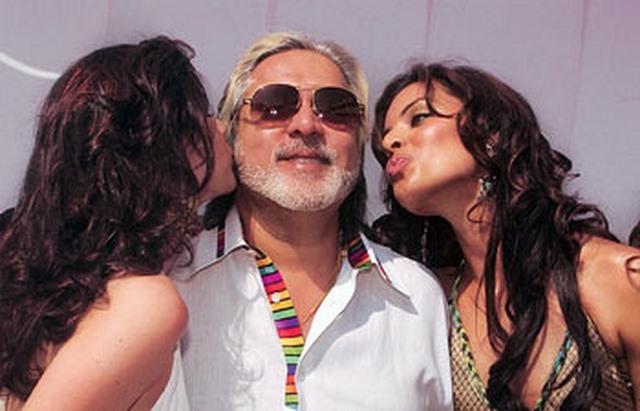 """Tỉ phú nổi tiếng hào phóng và """"sát gái"""" bậc nhất Ấn Độ - 1"""