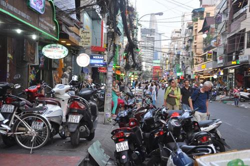 """TP.HCM: """"Biến"""" phố Tây Bùi Viện thành phố đi bộ trước 30/4 - 1"""